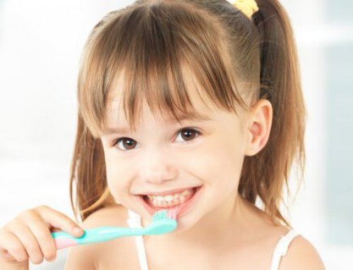6 Tips And Tricks On How To Teach Your Kids to Brush Their Teeth